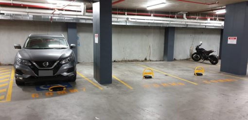 remote-control-parking-bollard-tms-apl2-installed-in-parking-lot